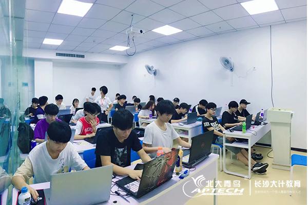 知乎:在IT行业中,程序员的学历重要吗?